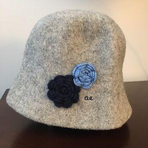 American Eagle Wool Hat Blue Flowers warm, cute!